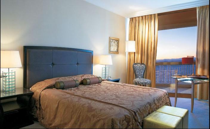 Chambermaid at 5***** Hotel in Tessaloniki Greece (students)